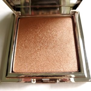 Jouer Powder Highlighter in Tanlines